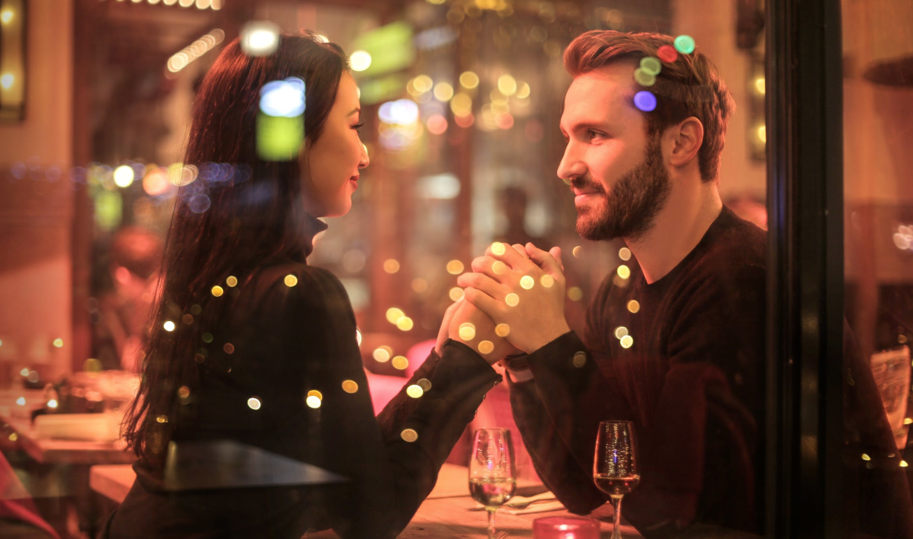 Pulled A Christmas Cracker Or Suffering Wipe Out? New December Dating Terms Revealed…